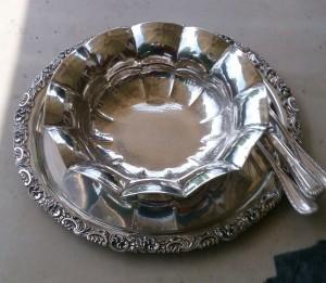 Silberschale und Silbertablett mit Besteck fertig  poliert